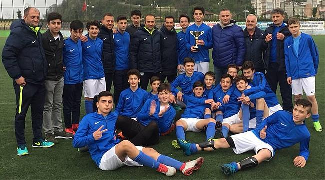Rize Belediyespor U15 Şampiyon oldu