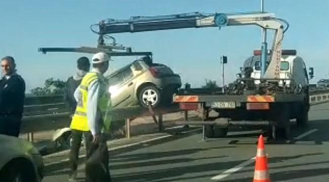 Rize'de otomobil refüje çarptı: 1 ölü, 2 yaralı