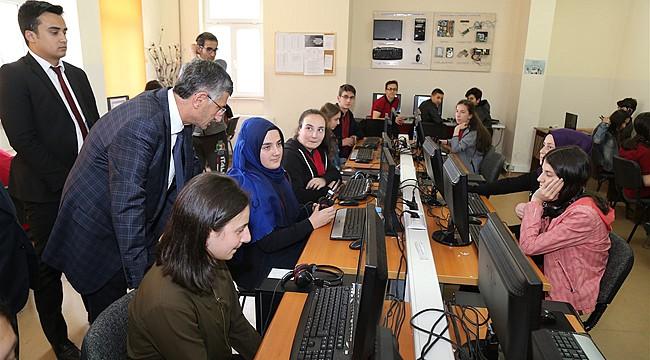 Vali Bektaş'tan Sosyal Bilimler Lisesine ziyaret