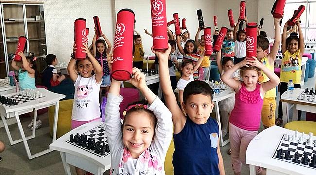 Ustaoğlu'ndan Dünya Satranç Günü mesajı
