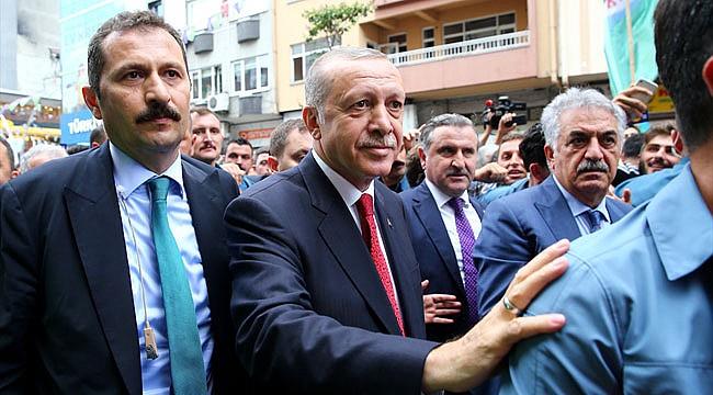 Cumhurbaşkanı Erdoğan Rize'de vatandaşlarla çay içti