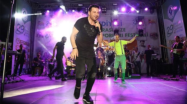 Davut Güloğlu'ndan memleketi Rize'de coşkulu konser