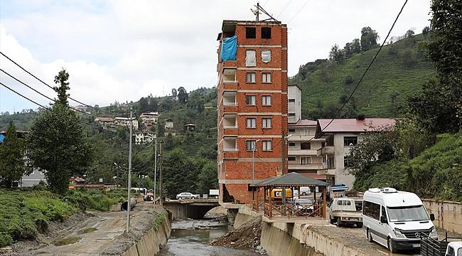 Dere yatağı alanındaki 7 katlı binaya yıkım kararı çıktı