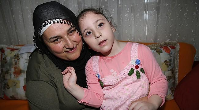 Bakıcılığını yaptığı engelli çocuğu evlat edindi