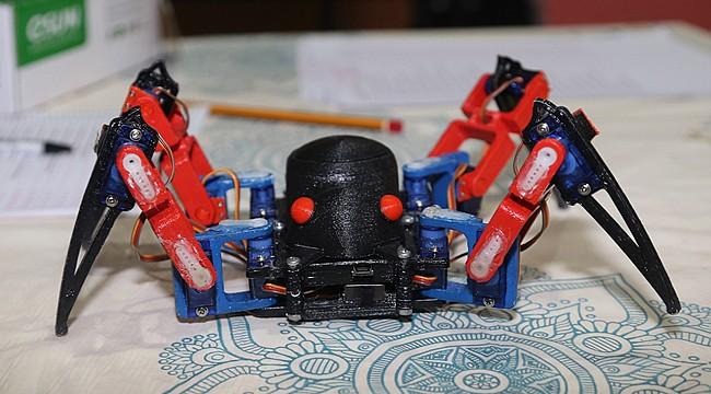 Liseli gençler robot örümcek yaptı