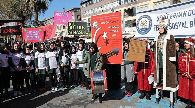 Rize'de Öğrencilerden 'Doğru Türkçe' hareketi
