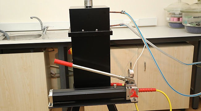 RTEÜ öğrencisinden yerli üretim laboratuvar cihazı