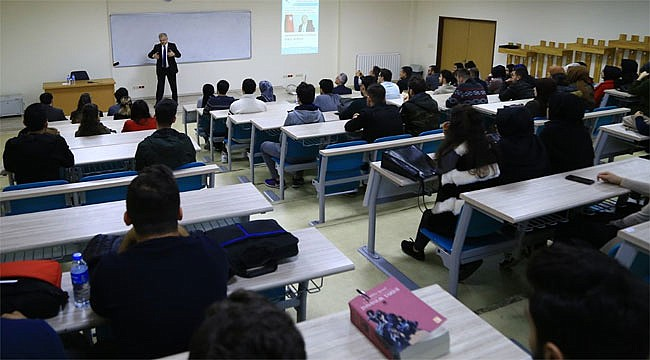 Kasap'tan üniversite öğrencilerine Yerel Siyaset dersi