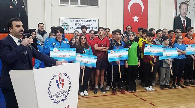 Gençler Masa Tenisi Grup Müsabakaları Rize'de başladı