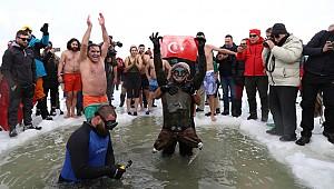 Ovit Buzul Gölü'nde Yüzme Şenliği düzenlendi