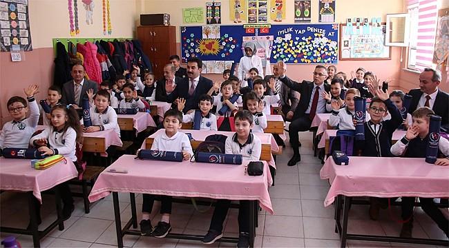 Vali Çeber 2. sınıf öğrencisinin davetini kırmadı