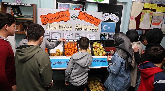 Doğu Türkistan halkına destek için 'Dürüstlük Manavı'