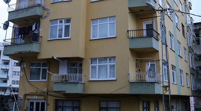 Rize'de 8 katlı bina çatlamalar yüzünden tahliye edildi