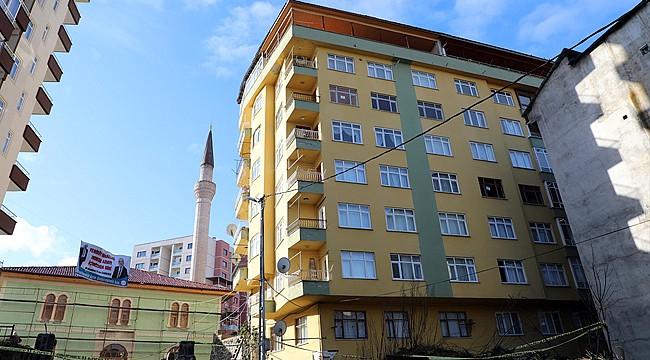 Rize'de duvarları çatlayan 8 katlı binada inceleme