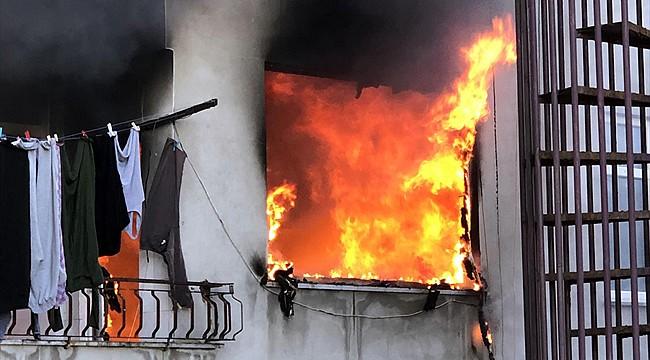Rize'de otistik çocuk evde yangın çıkardı