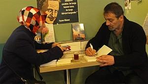 Rizeli Yazar Ömer Yazıcı, memleketinde kitabını imzaladı