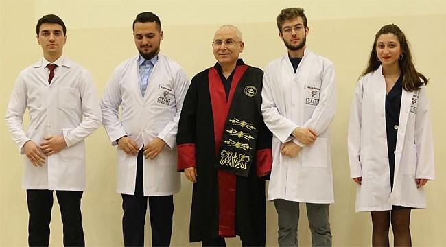 RTEÜ Tıp Fakültesi öğrencileri beyaz önlüklerini giydi
