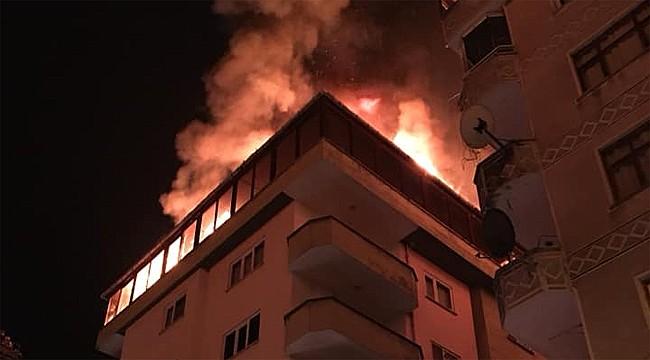 Ardeşen'de 5 katlı binada korkutan yangın
