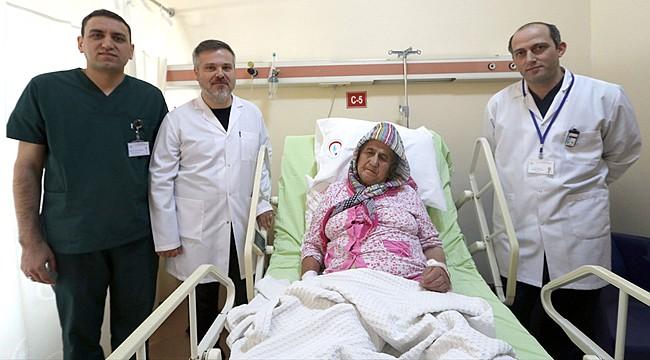 Beyin felci geçiren iki hastaya Rize'de başarılı ameliyat