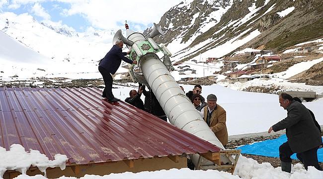 İkizdere'de kışın yatırılan minare yeniden kaldırıldı