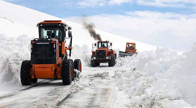 Ovit Dağı'nda kar temizleme çalışmaları devam ediyor