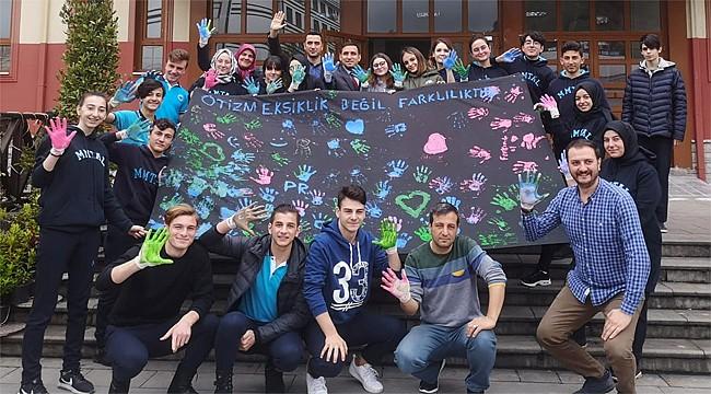 Rize'de lise öğrencileri 'Otizm Eksiklik Değil, Farklılıktır' dedi