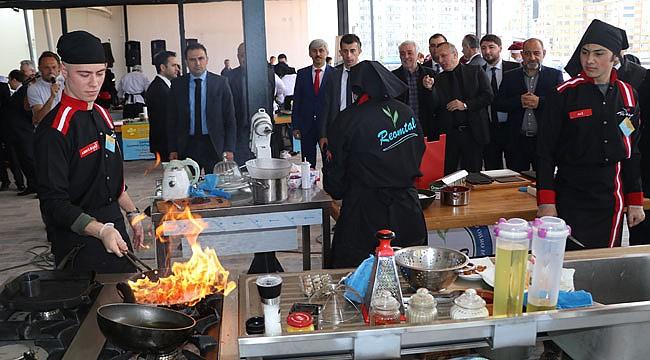 Rize'de lise öğrencileri yemek yarışmasında yarıştı