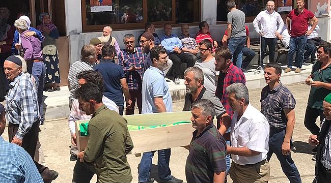 Çayeli'nde çatıdan düşerek ölen minik Ferhat defnedildi