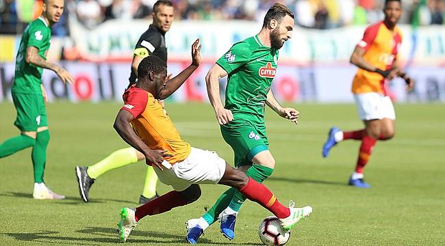 Galatasaray'ı Rize'de Çınar ve VAR kurtardı