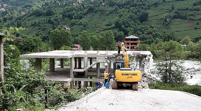 Fırtına Vadisinde kaçak 6 binanın yıkımı tamamlandı