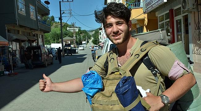 Otostopla Türkiye'yi gezerek Rize'ye gelecek