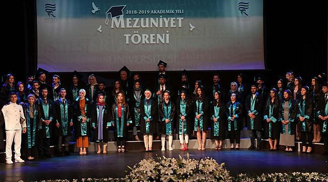 Recep Tayyip Erdoğan Üniversitesi yeni mezunlarını verdi