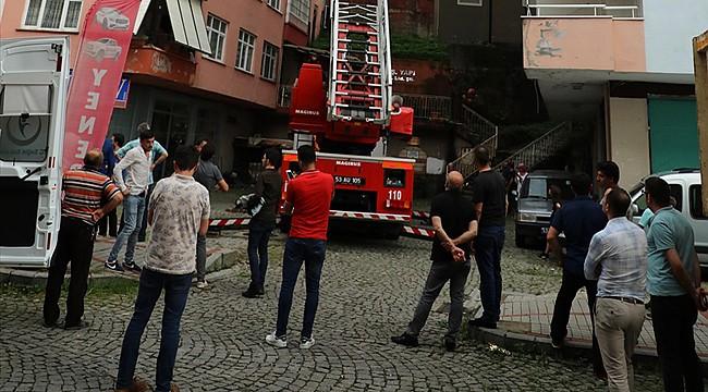 Rize'de 10 katlı binada yangın çıktı