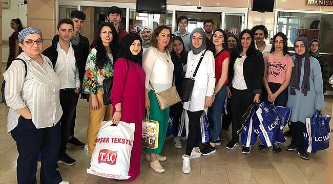 Rize'de liseli gençlerden Hediye Gemisi Projesi