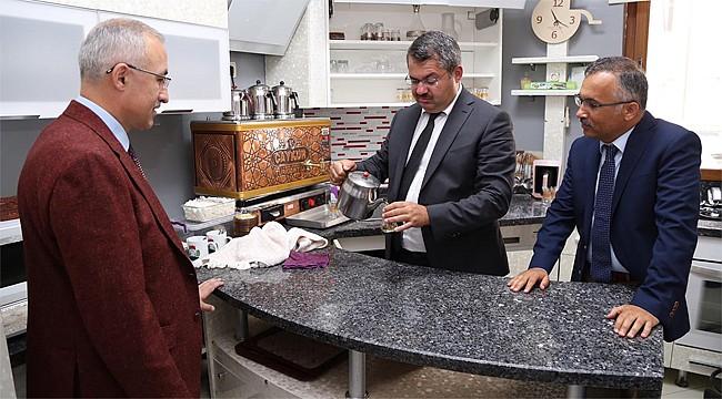 Azerbaycan'ın Ankara Büyükelçisi Rize'de çay demledi