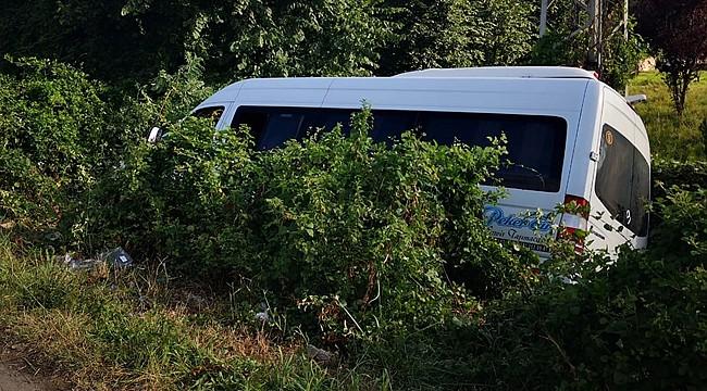 Rize'deki düğünden dönen minibüs kaza yaptı: 16 yaralı