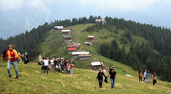 Kaçkar Dağları bayramda turist akınına uğradı