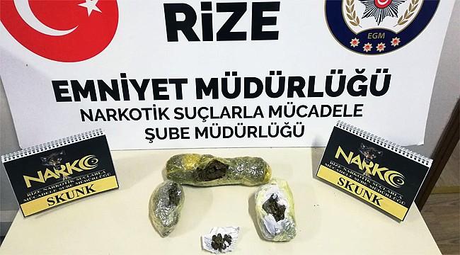 Rize'de 3 kişi yarım kilo esrarla yakalandı