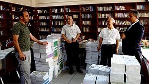 Rize'de öğrencilerin ders kitapları okullara dağıtılıyor