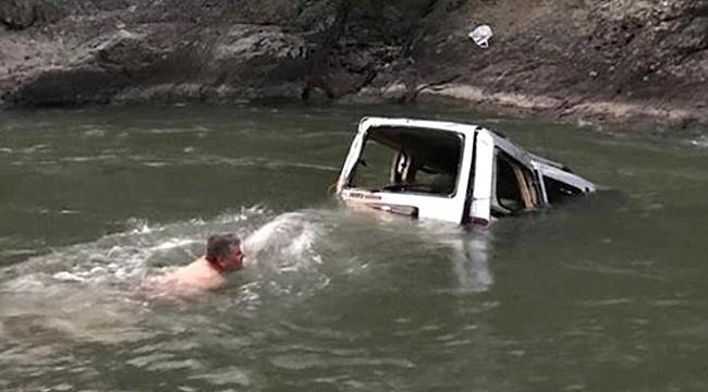Rizeli öğretmenin aracı Çoruh Nehrine uçtu: 1 ölü, 3 yaralı