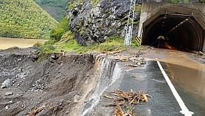 Borçka'da şiddetli yağış sel ve heyelana neden oldu