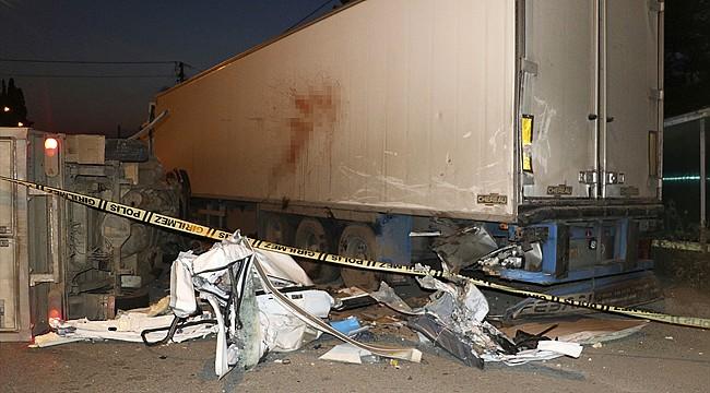 Rize'de kamyonet park halindeki tıra çarptı: 1 ölü, 1 yaralı