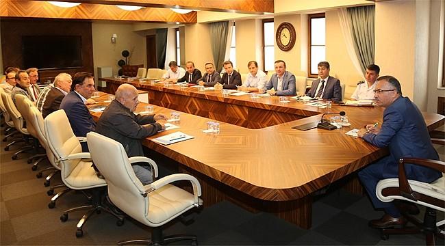 Vali Çeber, aylık Muhtarlar Toplantısını yaptı