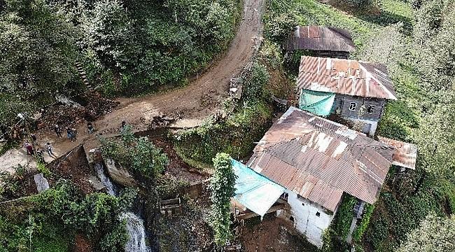 Ardeşen'de şiddetli yağış heyelana yol açtı