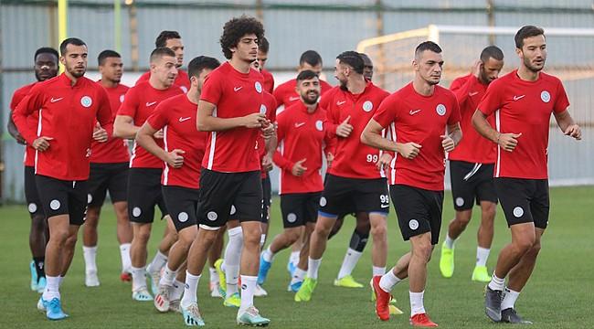 Çaykur Rizespor'da Trabzonspor mesaisi devam ediyor