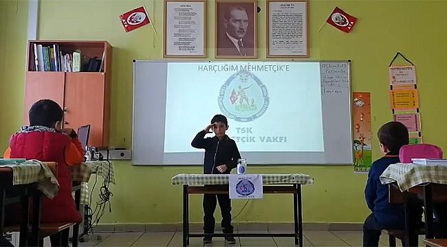 Rize'de minik öğrenciler harçlıkları ile Mehmetçik'e destek verdi