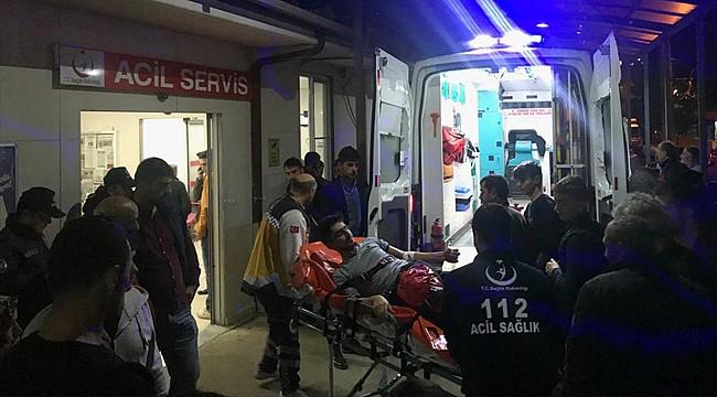 Rize plakalı otomobil Of'ta kaza yaptı: 20 yaralı
