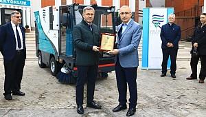 Üsküdar Belediyesi'nden RTEÜ'ye araç desteği