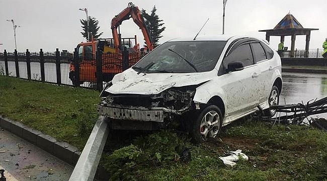 Derepazarı'nda kaza: Aydınlatma direğini devirdi