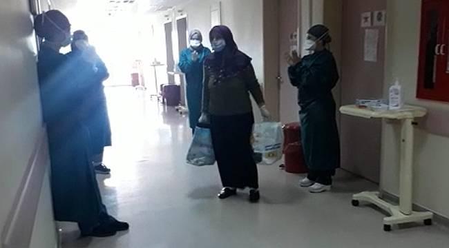 Rize'de kanser hastası kadın koronavirüsü yendi